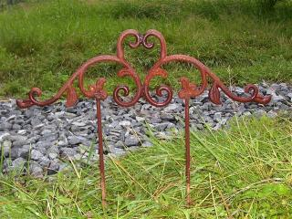 LOW STEM AND LEAF GARDEN MARKER 28$ 21 INCH